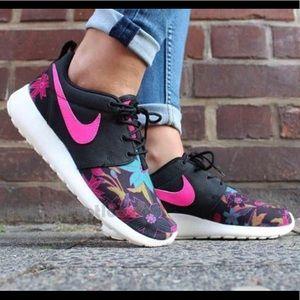 Nike Roshe Run Flower Print Shoe - Size 9 like new